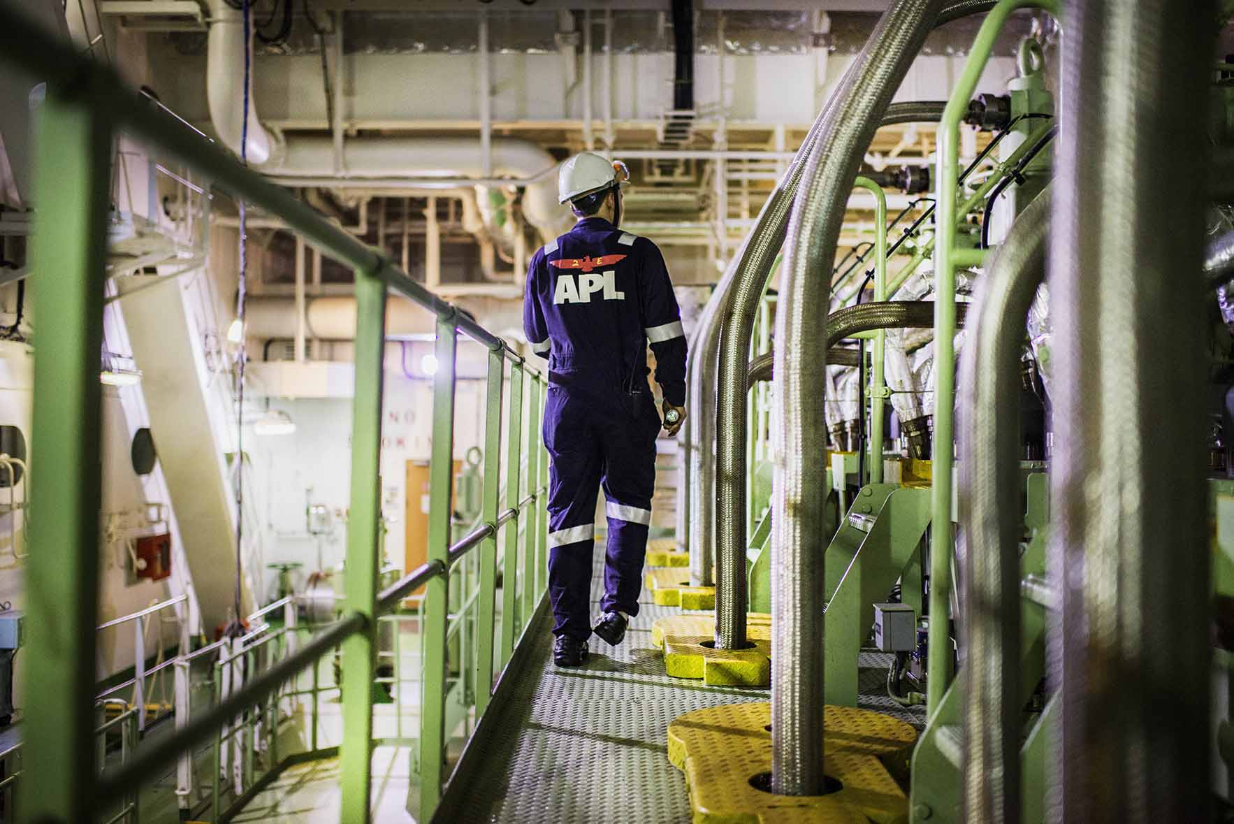 APL Seafarer - At work in the engine room