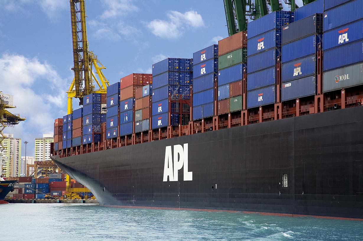 APL Gwangyang -10,000 TEU containership at Port of Singapore, PSA